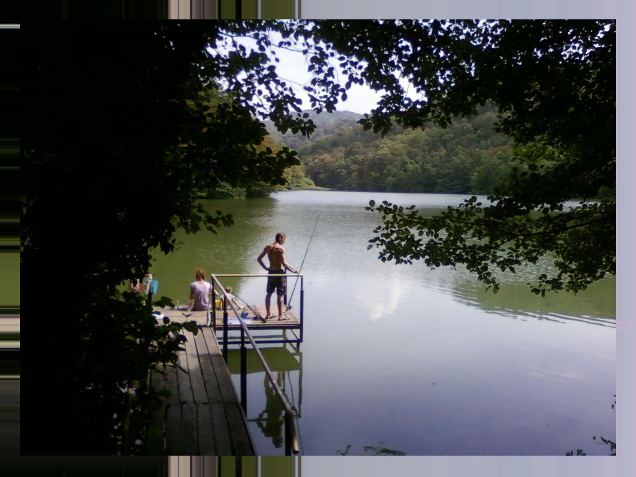 Рыбалка на озере в сочи